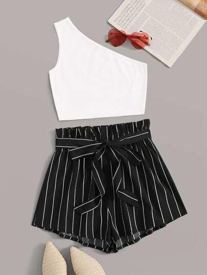 80e87acfd27e Conjunto top tejido de canalé con un hombro con shorts con cinturón de  rayas de cintura