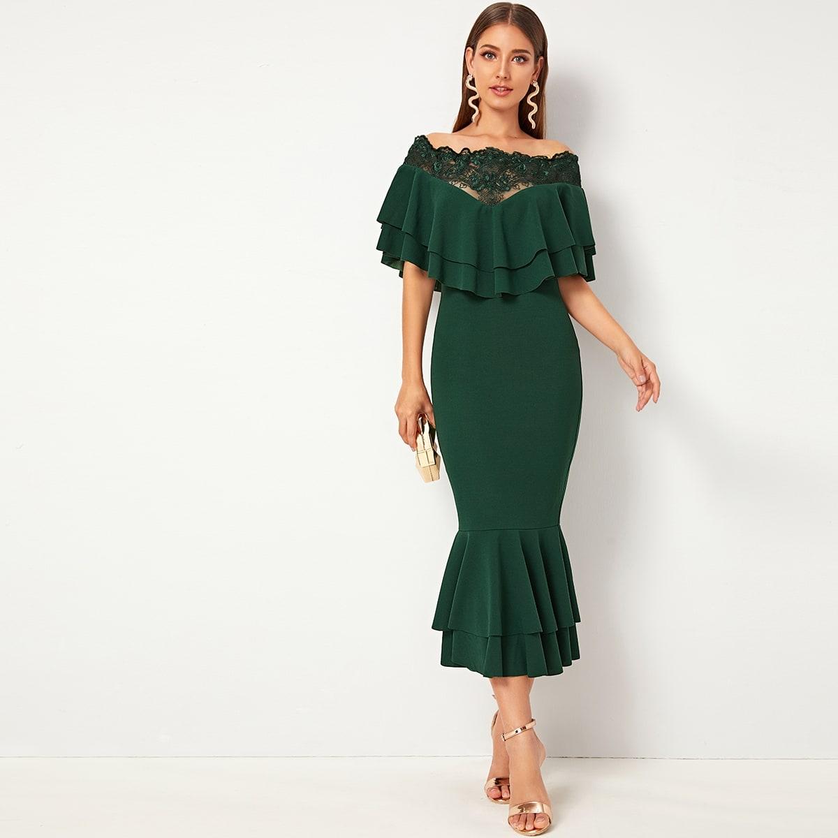 Платье с сетчатыми вставками и многослойными оборками