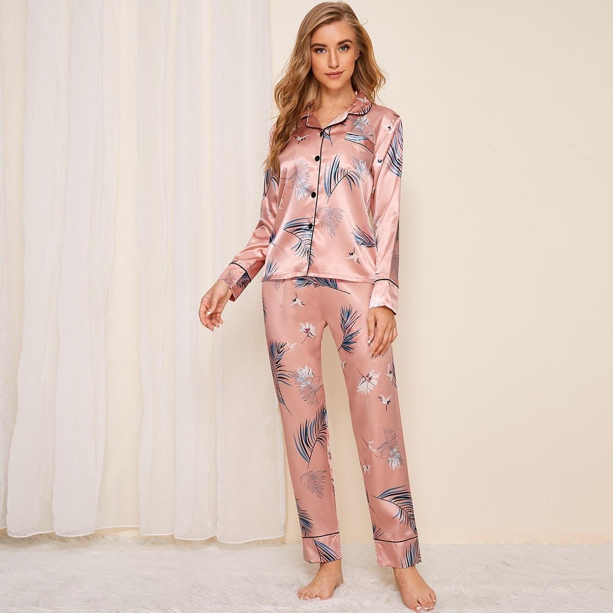 Атласная пижама с графическим принтом