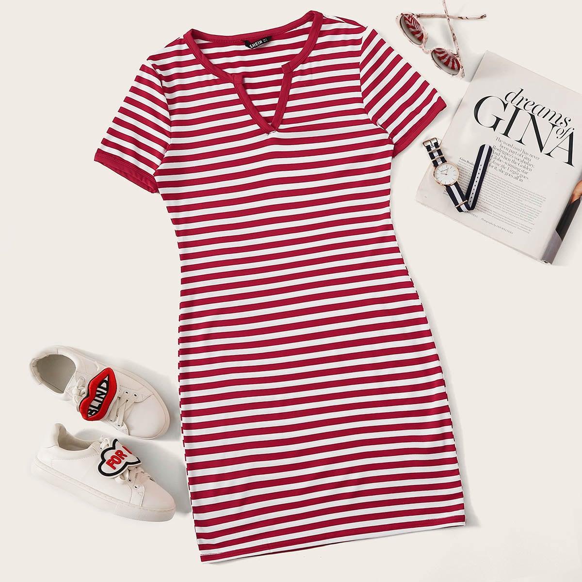 Трикотажное платье в полоску с коротким рукавом
