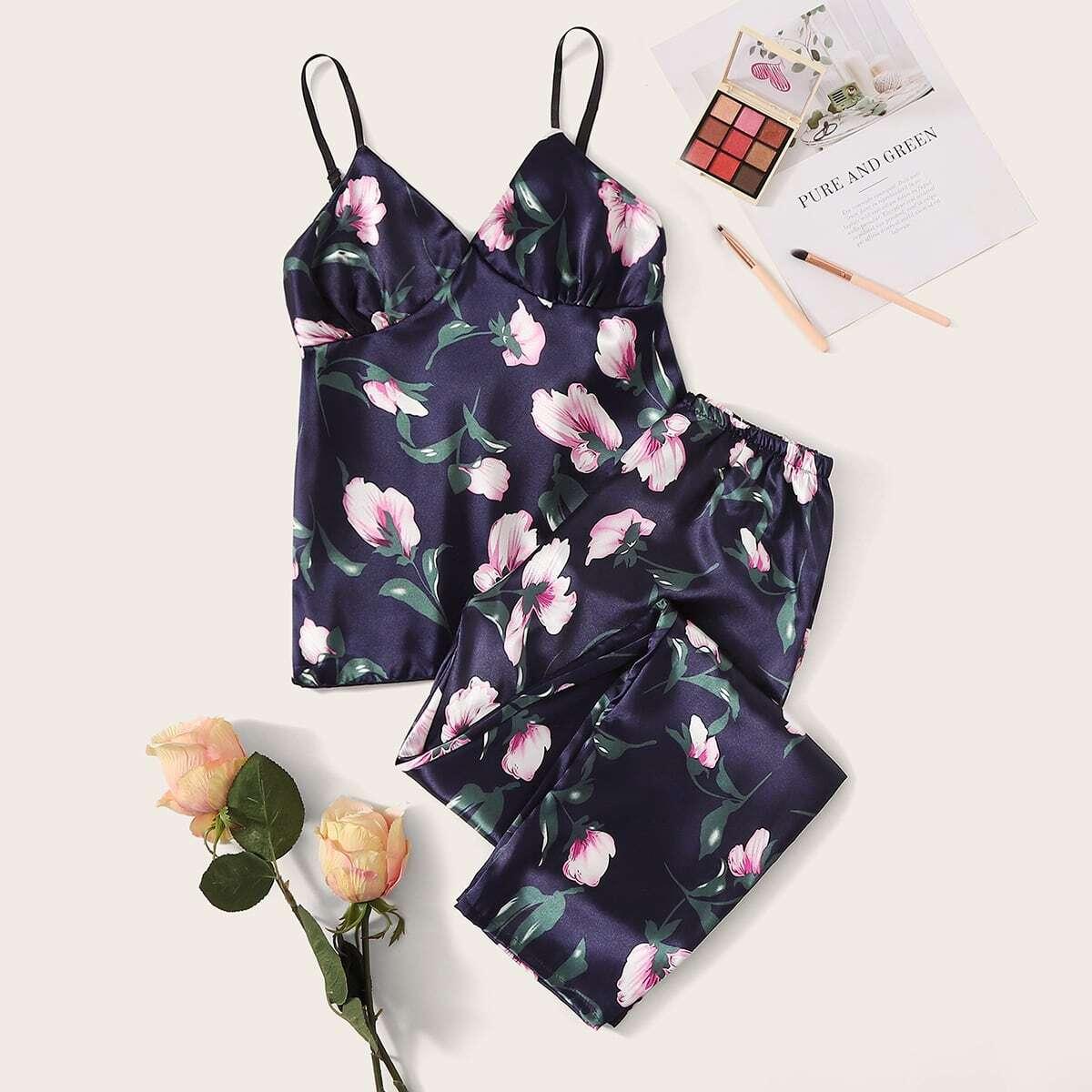 Атласная пижама на бретелях с цветочным принтом