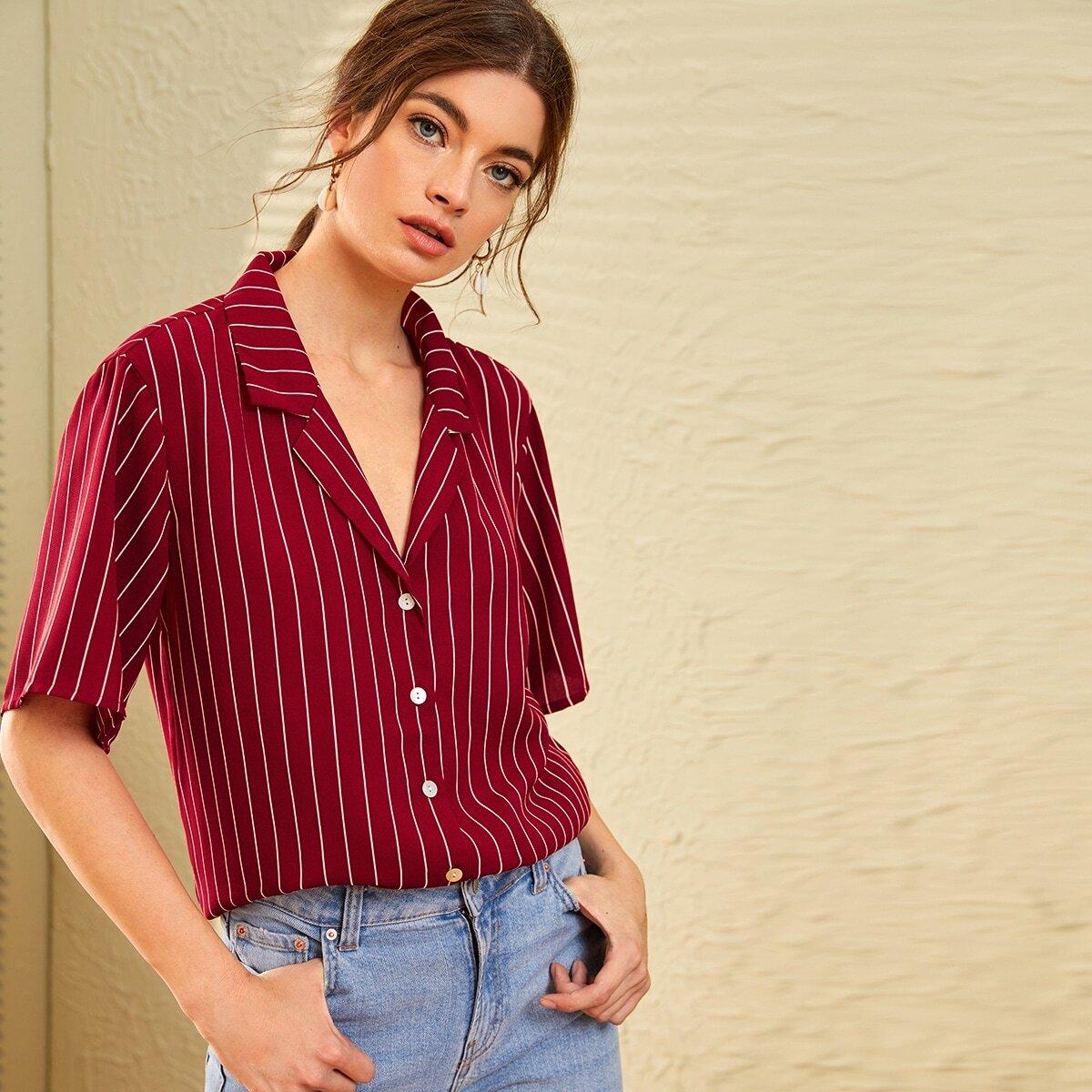 Полосатая блуза с разрезом на воротнике