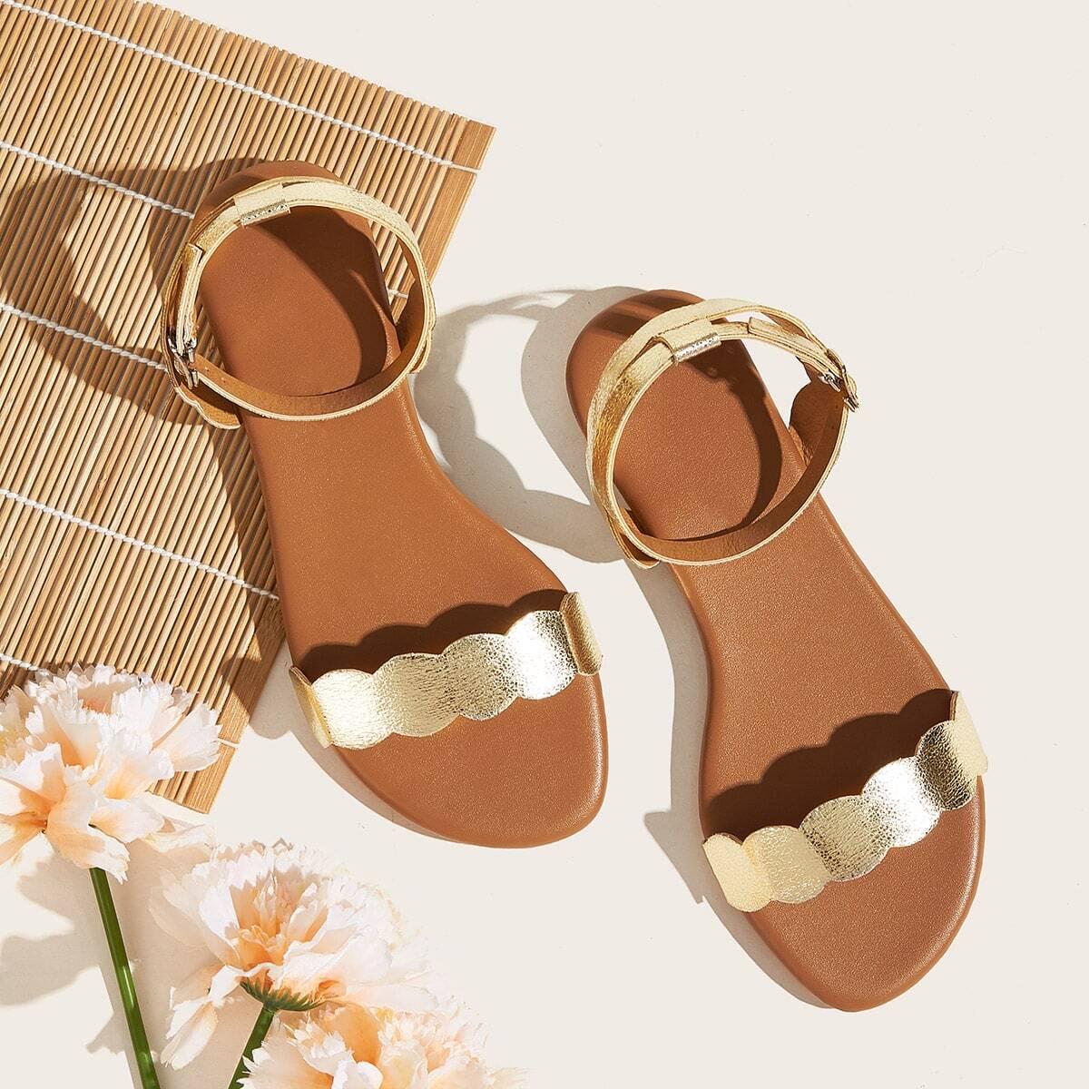 Плоские сандалии с ремешком на лодыжке от SHEIN