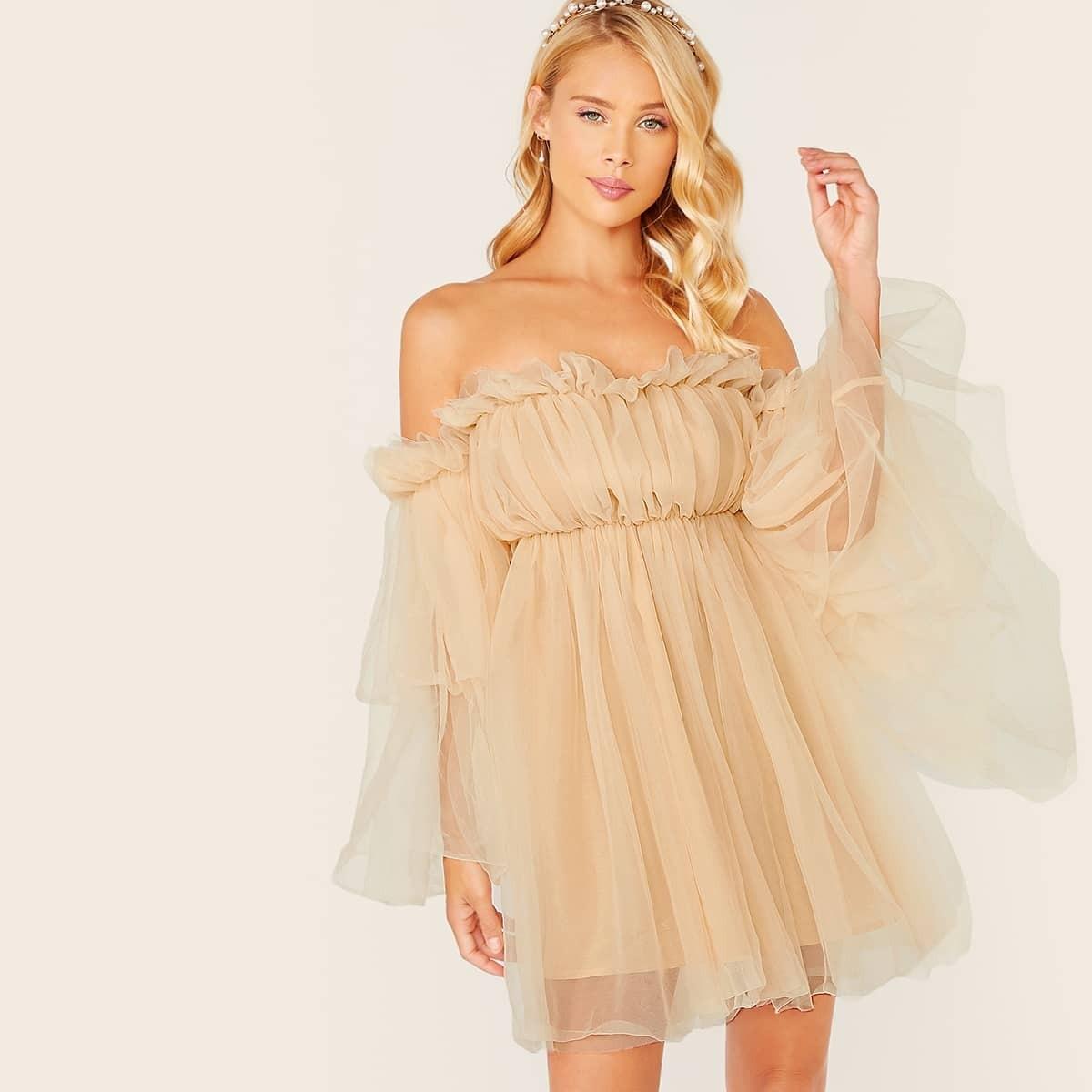 Сетчатое платье с открытыми плечами