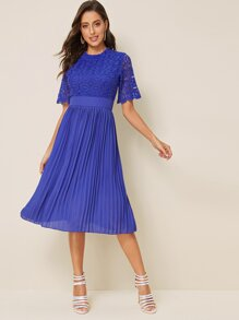 Contrast Lace Scallop Cuff Pleated Dress