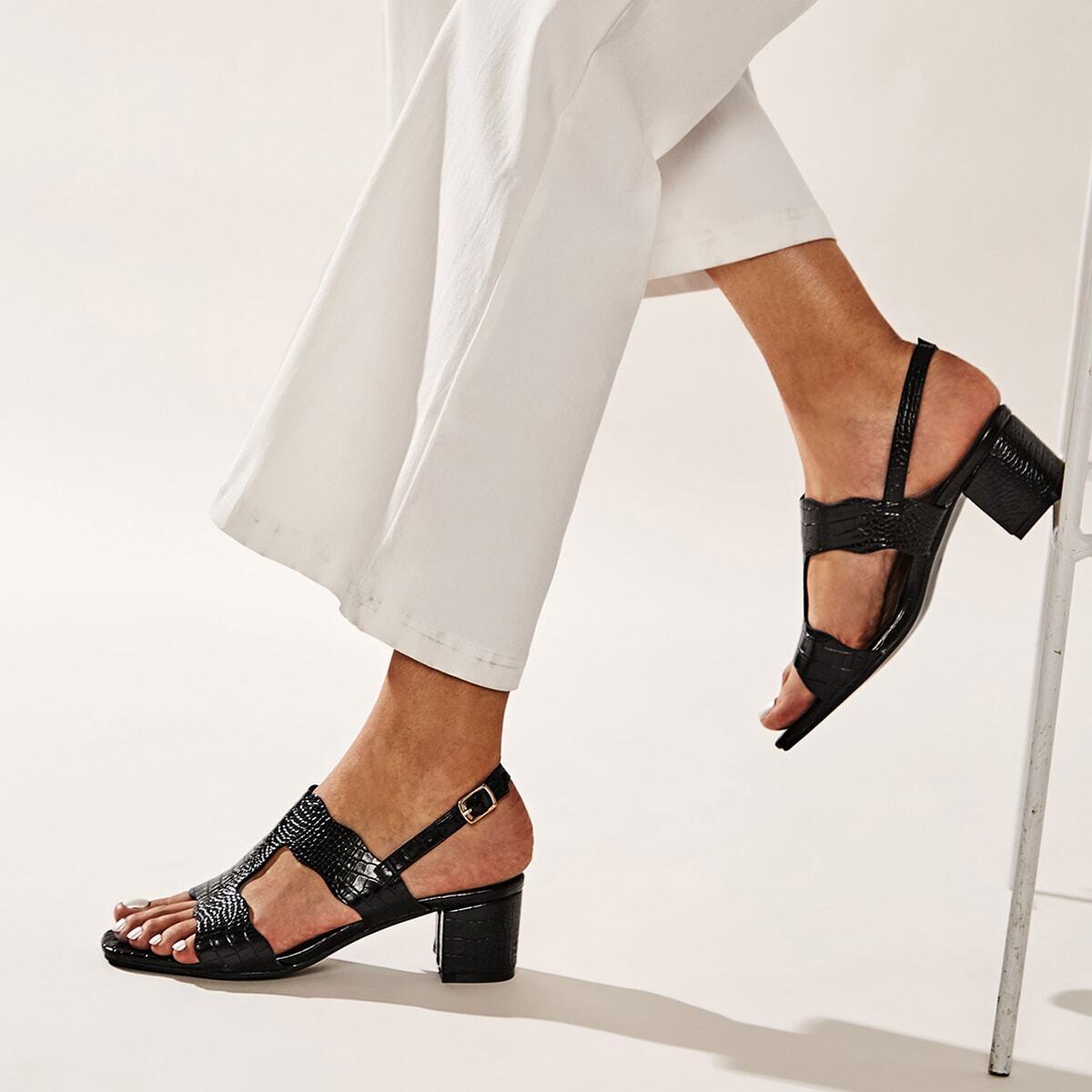 Туфли с массивным каблуком и тиснением под крокодила
