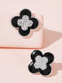 Rhinestone Engraved Flower Stud Earrings 1pair