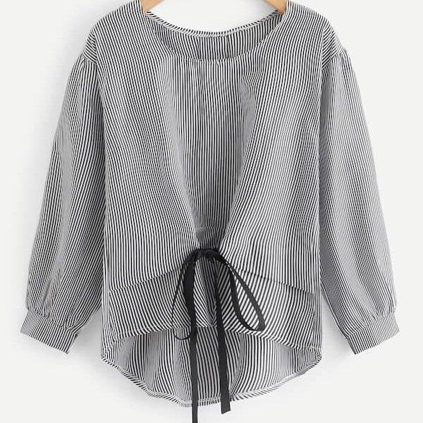 Bluse in Übergröße mit vertikalem Streifen, Knoten und Stufensaum
