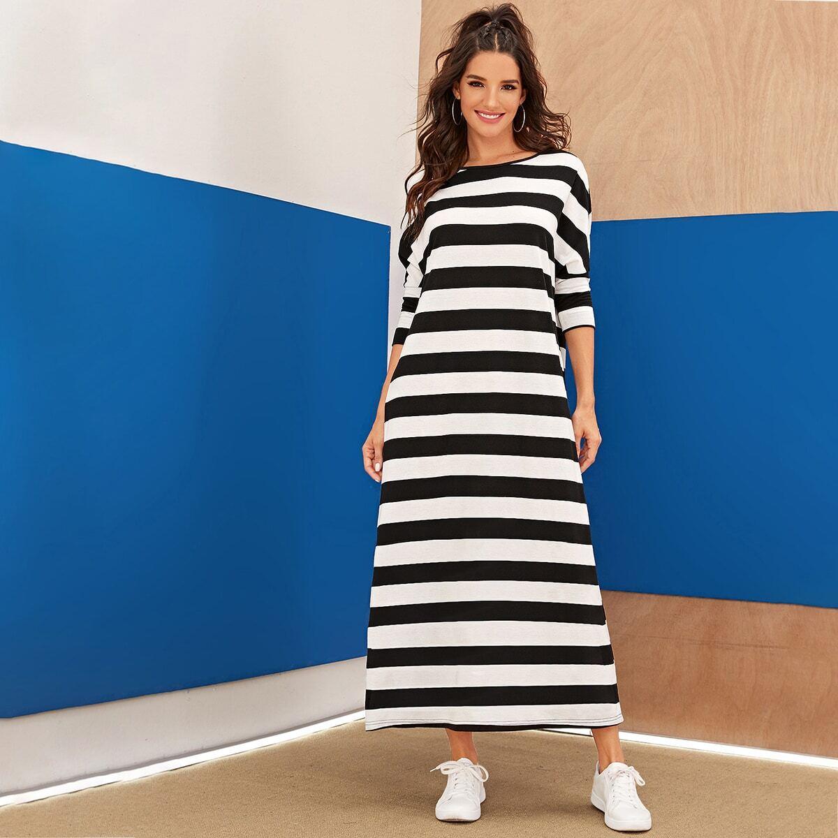 Полосатое платье с оригинальным рукавом