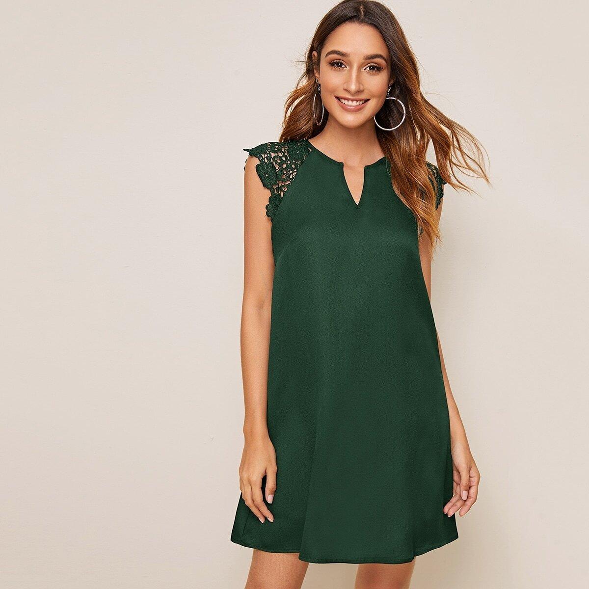 Стильное платье с кружевным рукавом