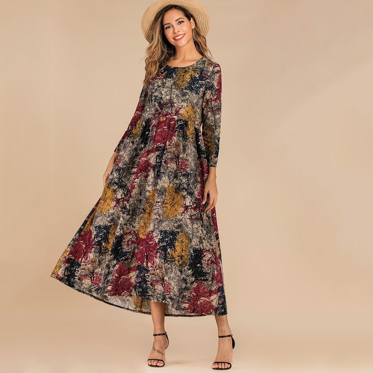 Платье с двумя карманами и принтом тушью