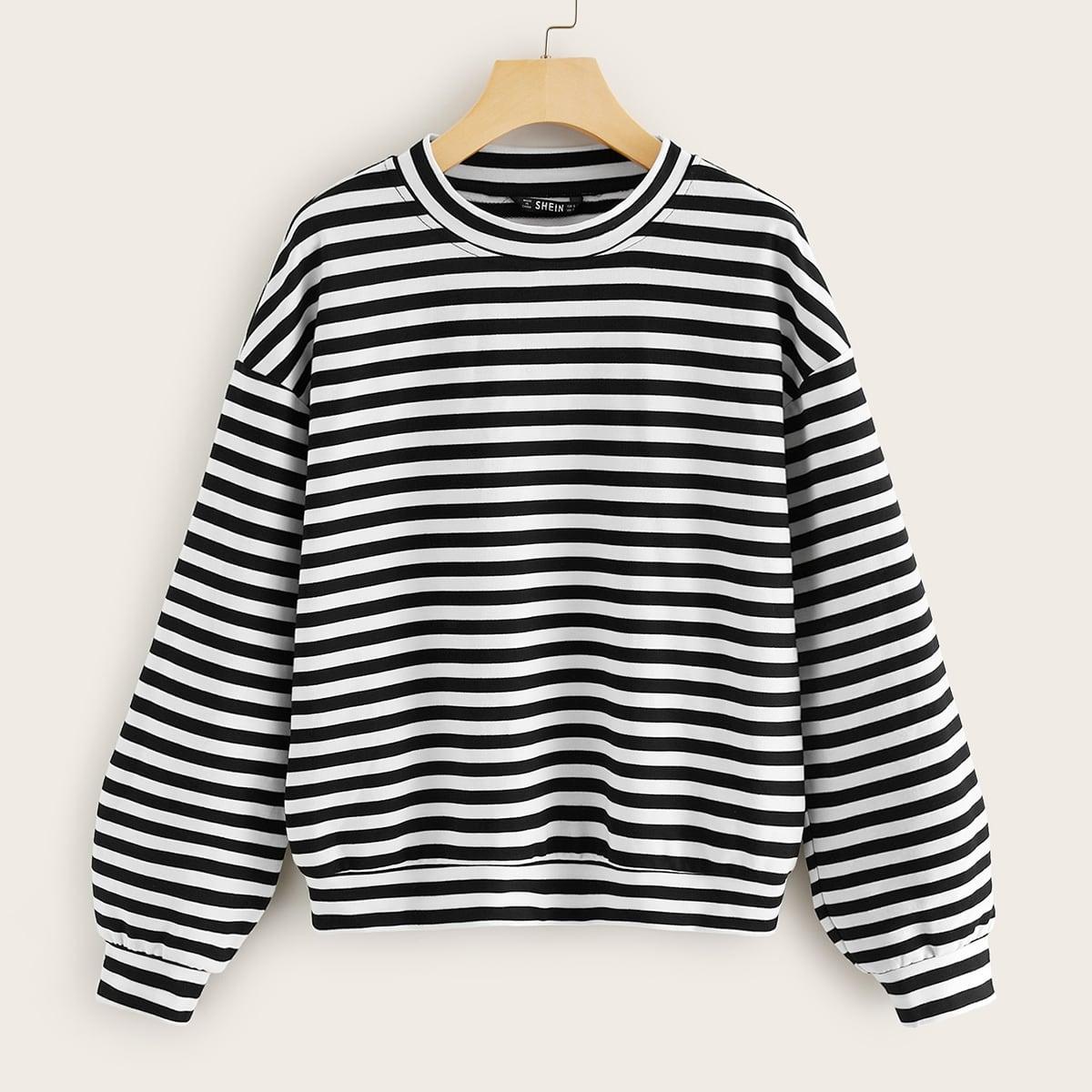 Пуловер в полоску с оригинальным рукавом