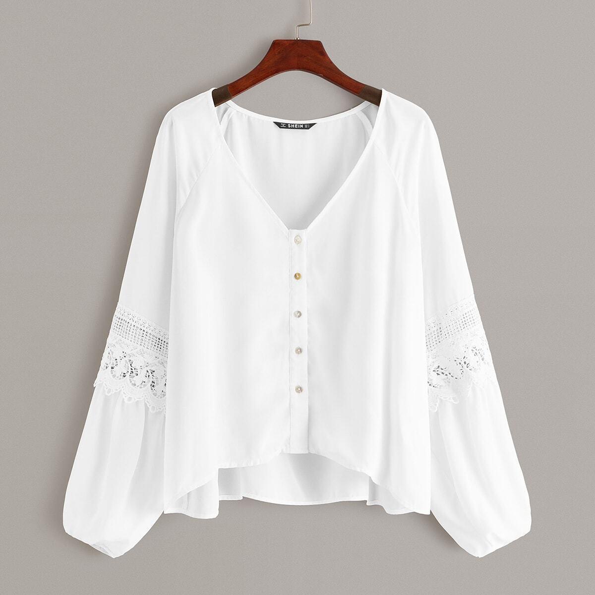 Рубашка с кружевной вставкой и оригинальным рукавом