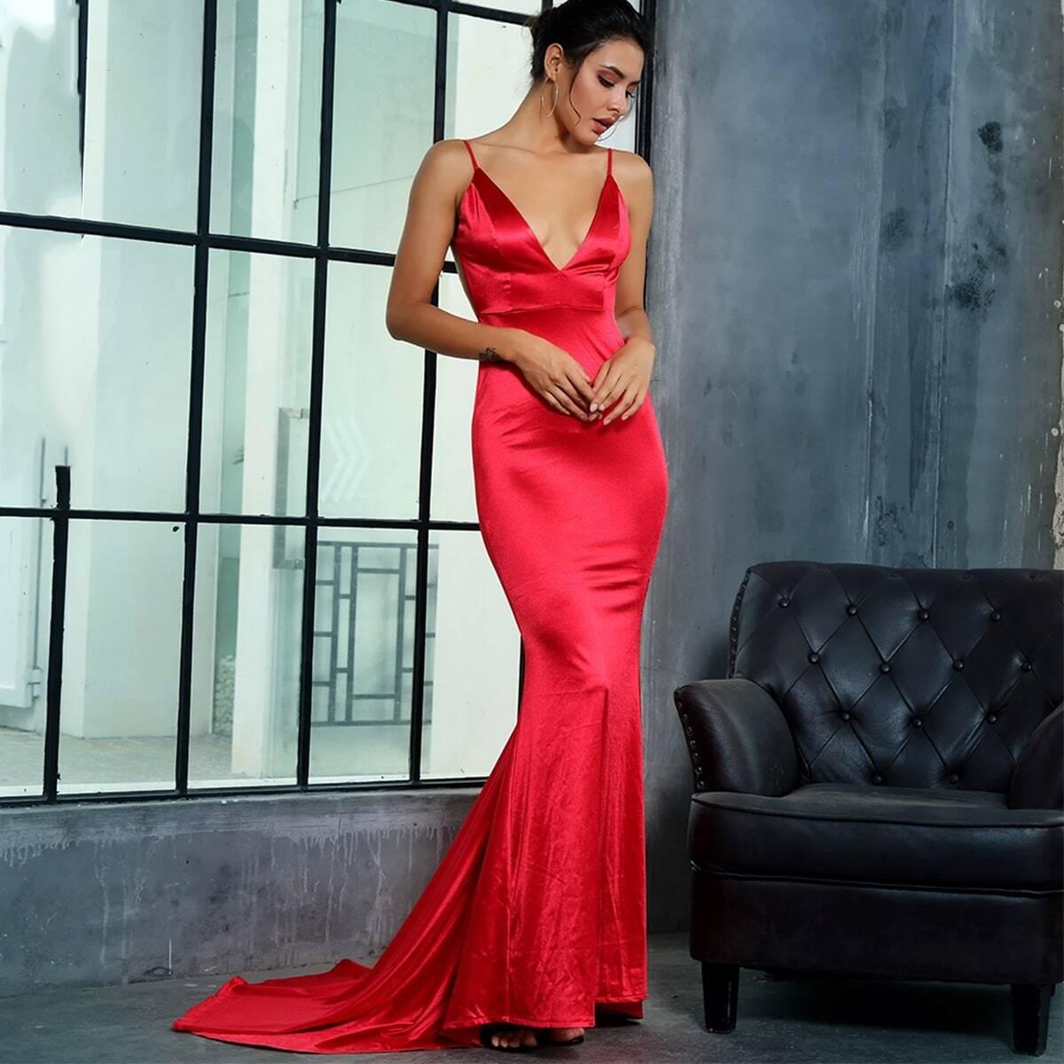атласное платье-русалка на бретелях с открытой спинкой