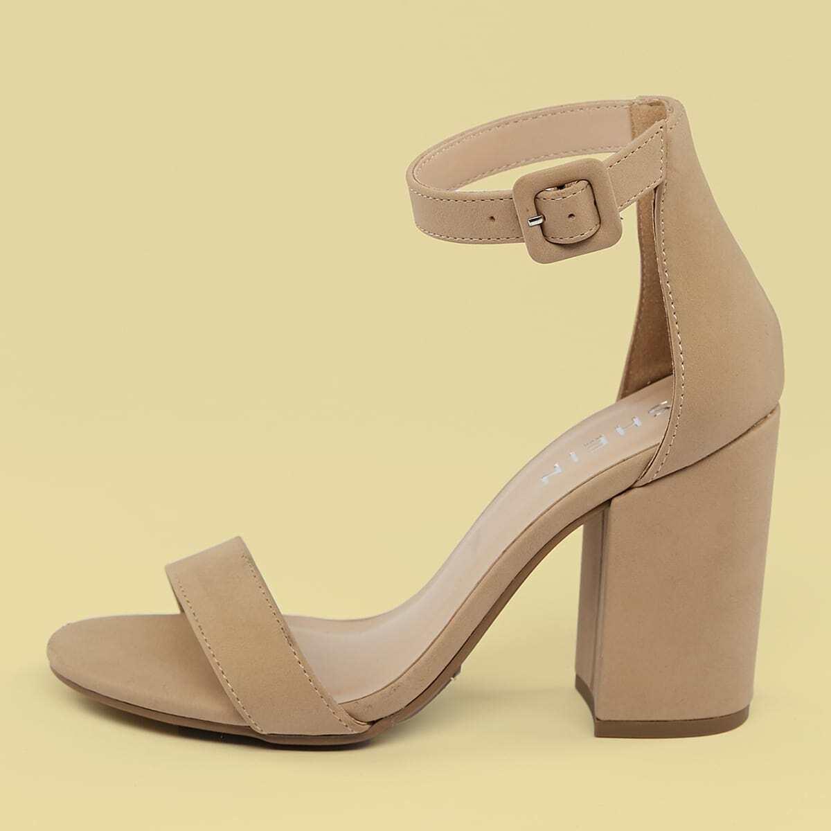 Туфли на высоких каблуках с квадратным открытым носком