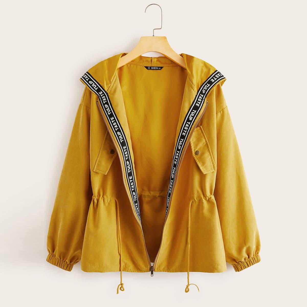 Mantel mit Reißverschluss, Buchstaben Band, Kordelzug um die Taille und Kapuze