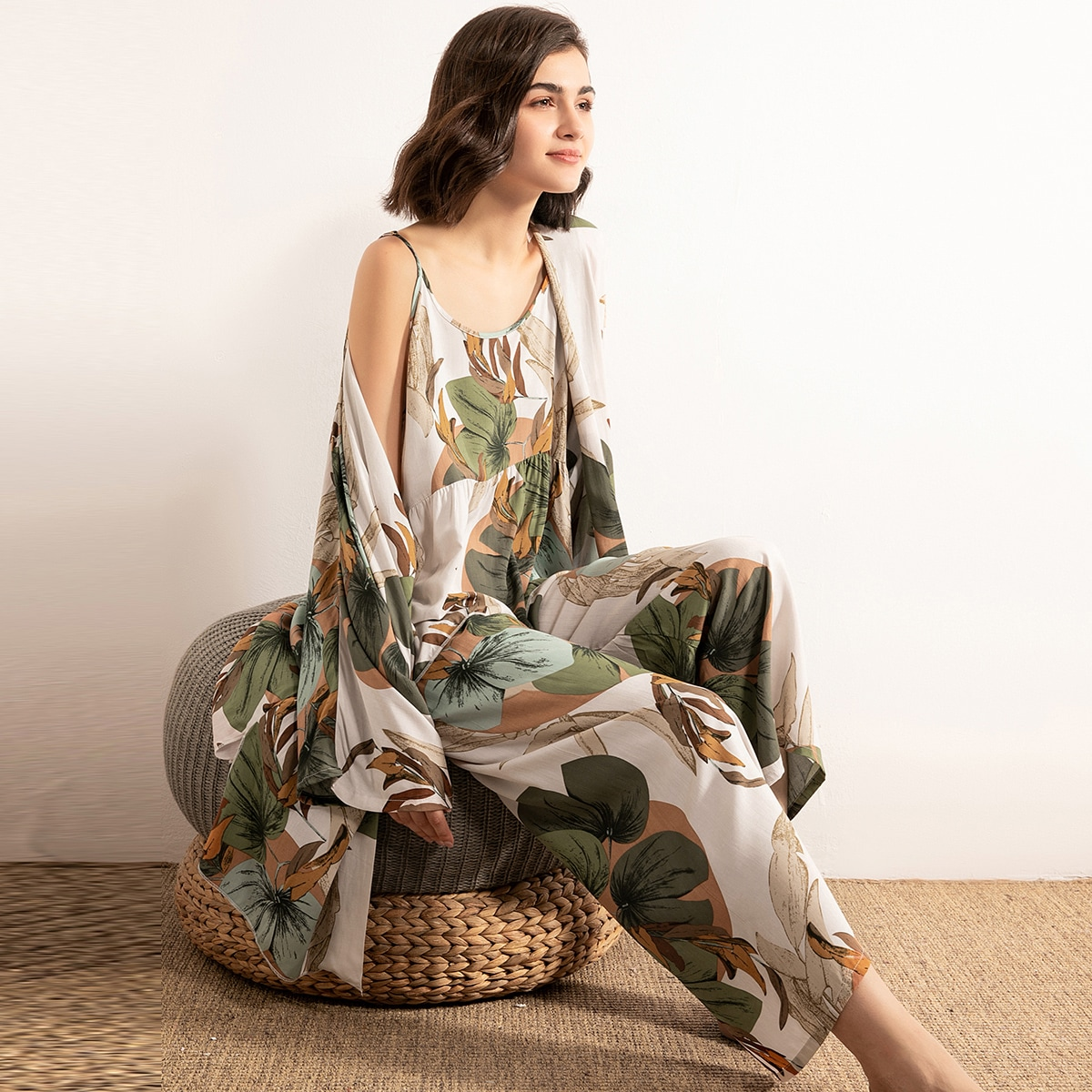 Пижама с лиственным принтом и халатом