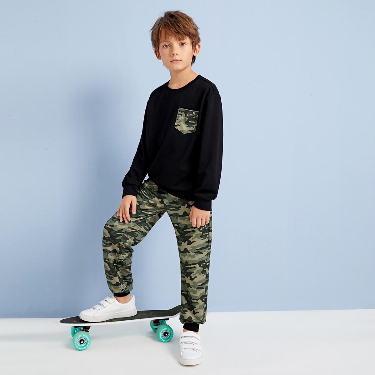 Пуловер и брюки с камуфляжным принтом для мальчиков
