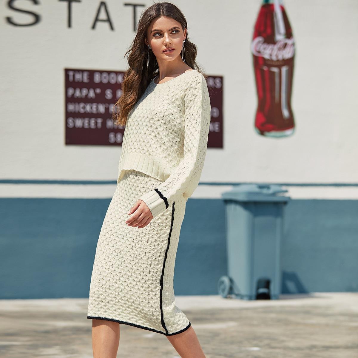 Трикотажный свитер и юбка с контрастной отделкой