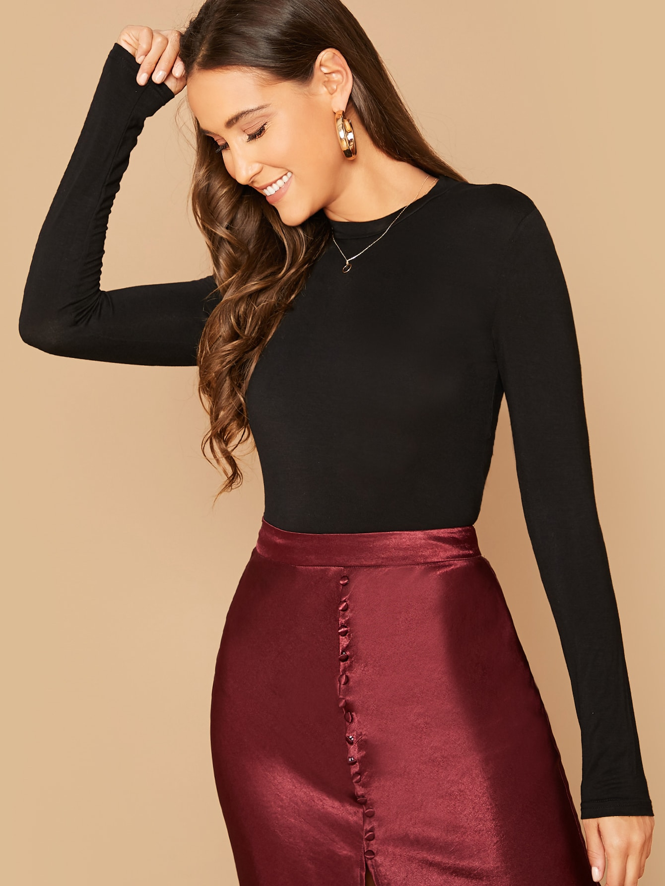 Form-Fitting Long Sleeve Crop Top thumbnail