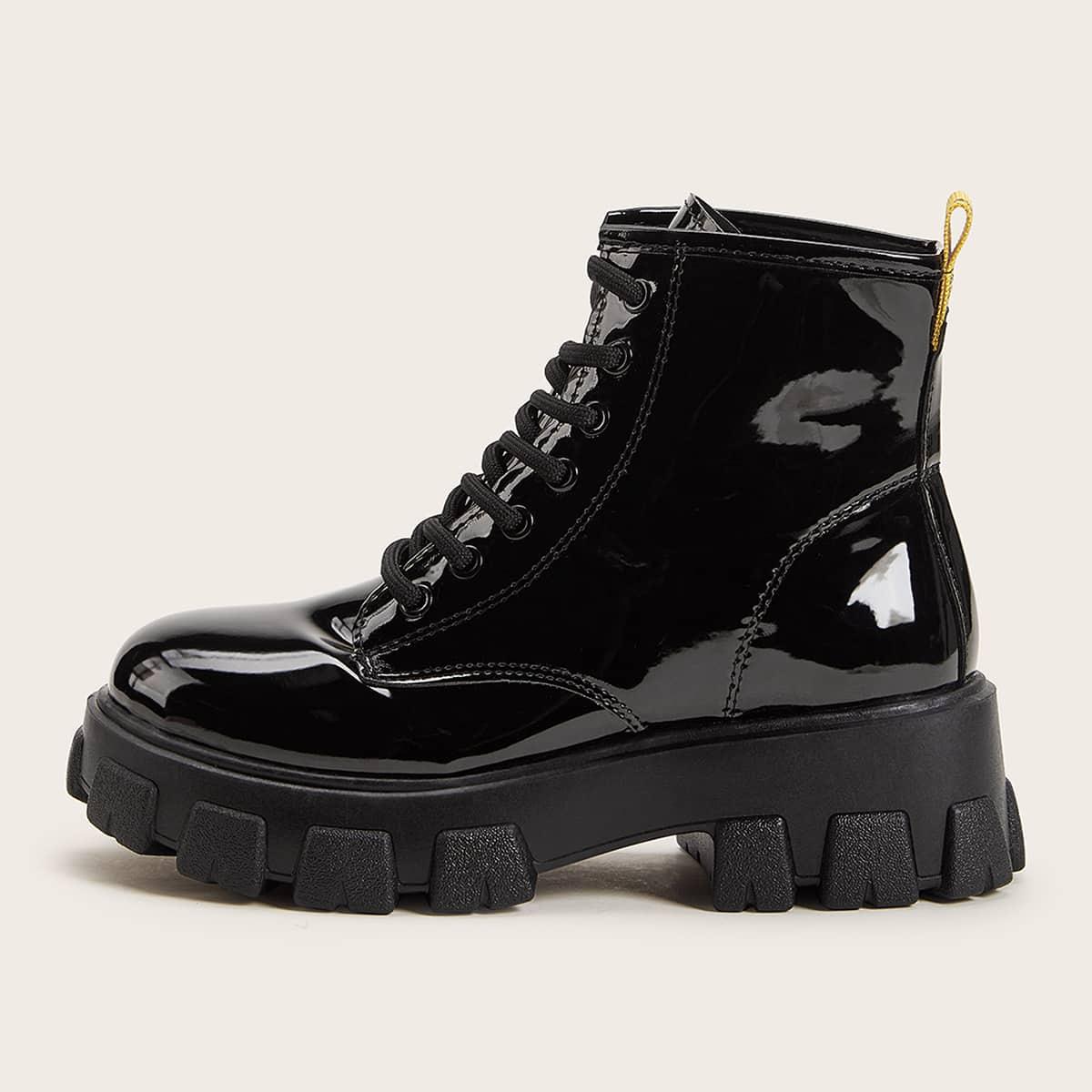 Модные сапоги на шнурках