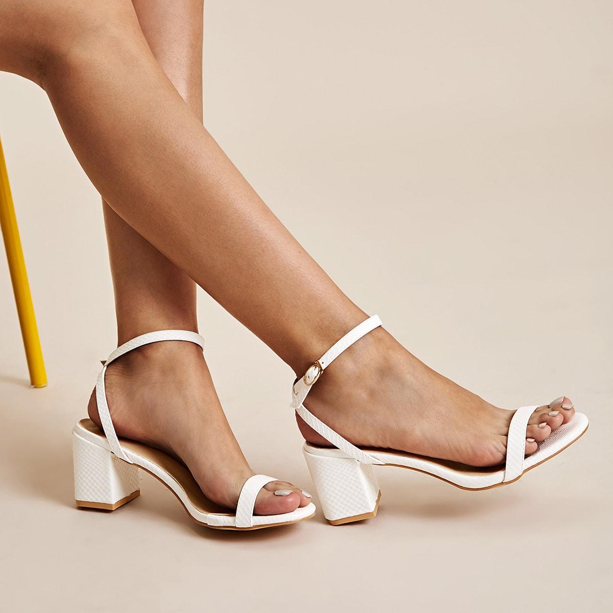 Туфли с массивным каблуком и ремешком от SHEIN