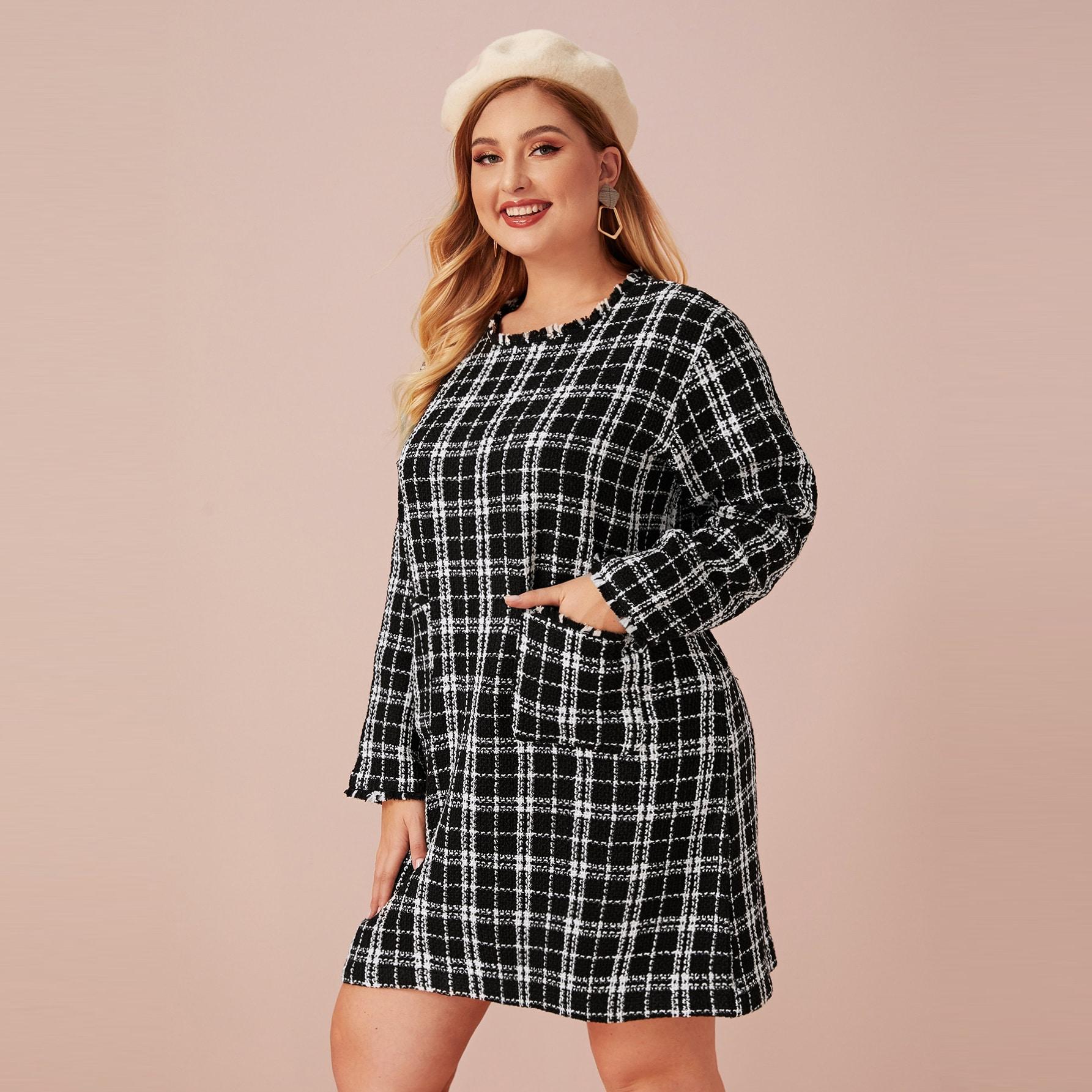 Kleid in Übergröße mit ausgefranstem Saum und Karo Muster