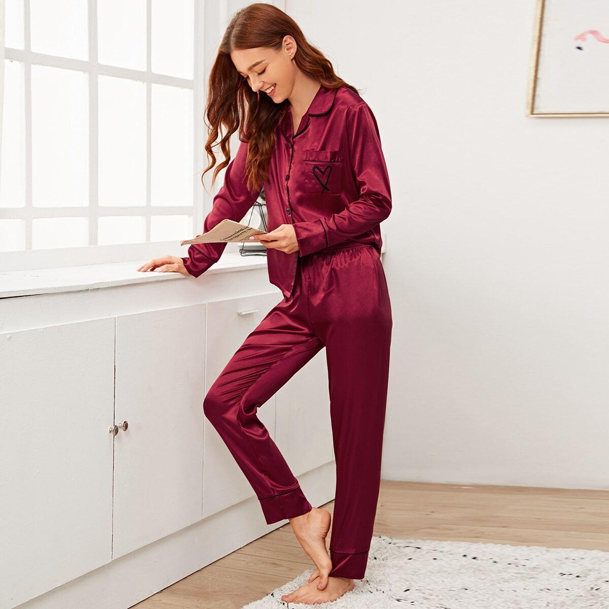 Атласная пижама на пуговицах с вышивкой