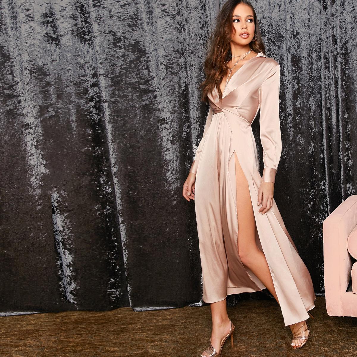 Атласное платье с глубоким вырезом и драпировкой