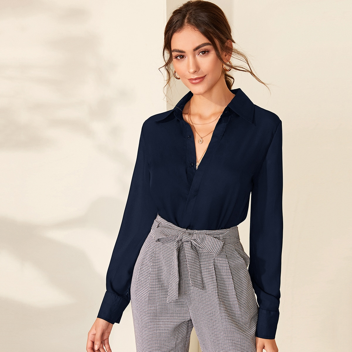 Однотонная блуза на пуговицах