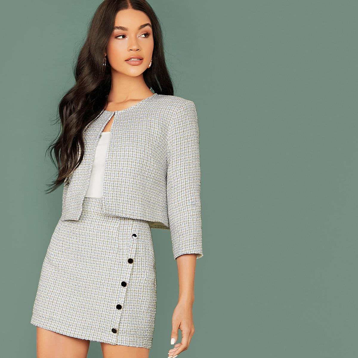 Твидовая куртка в клетку и облегающая юбка на пуговицах