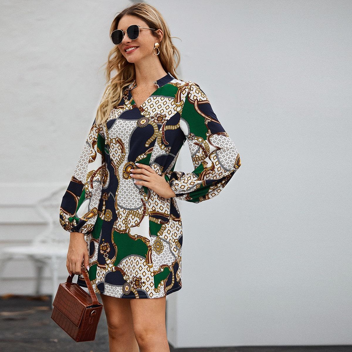 Платье с оригинальным рукавом и графическим принтом