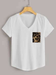 V-neck Contrast Leopard Pocket Tee