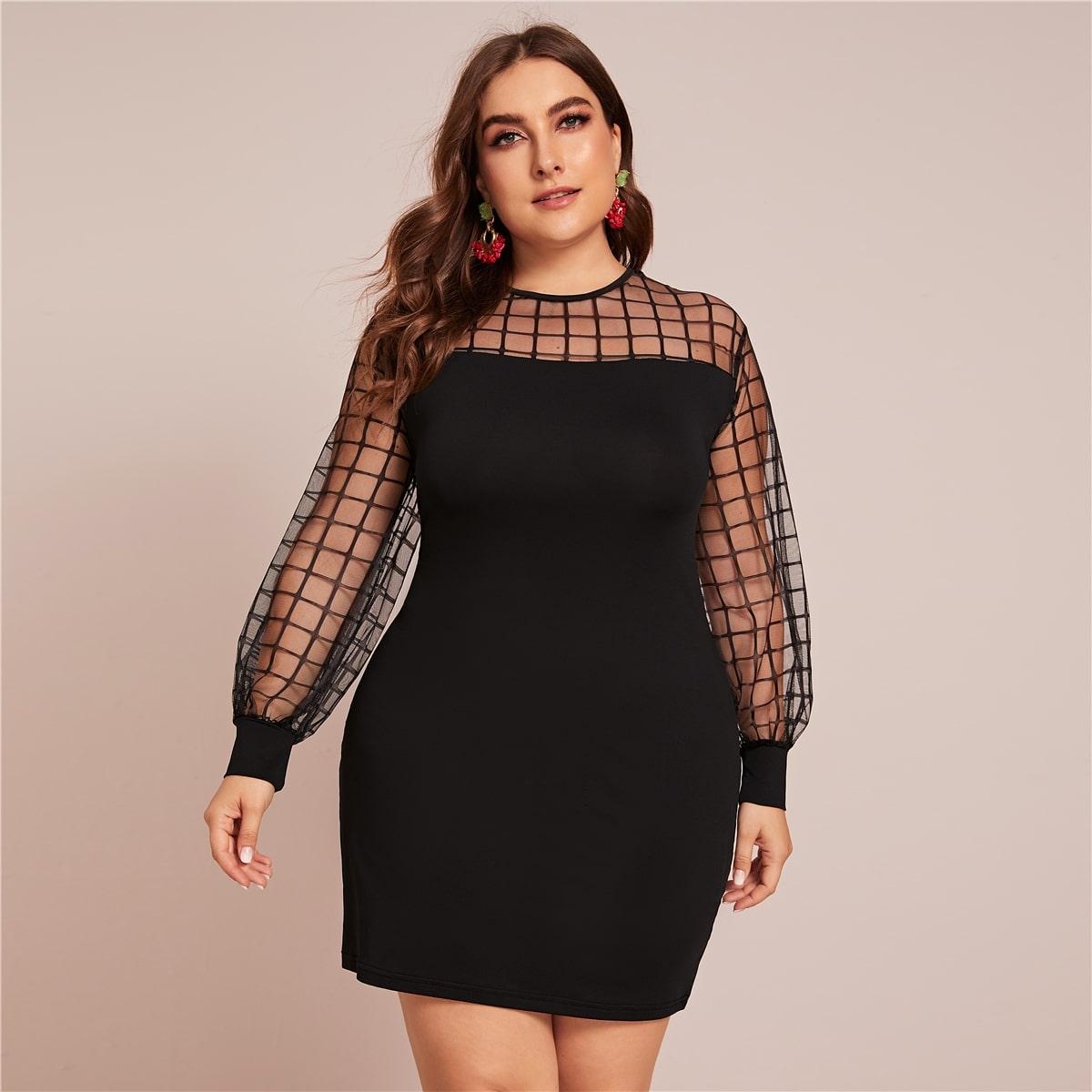 Сетчатое платье-футболка в клетку размера плюс