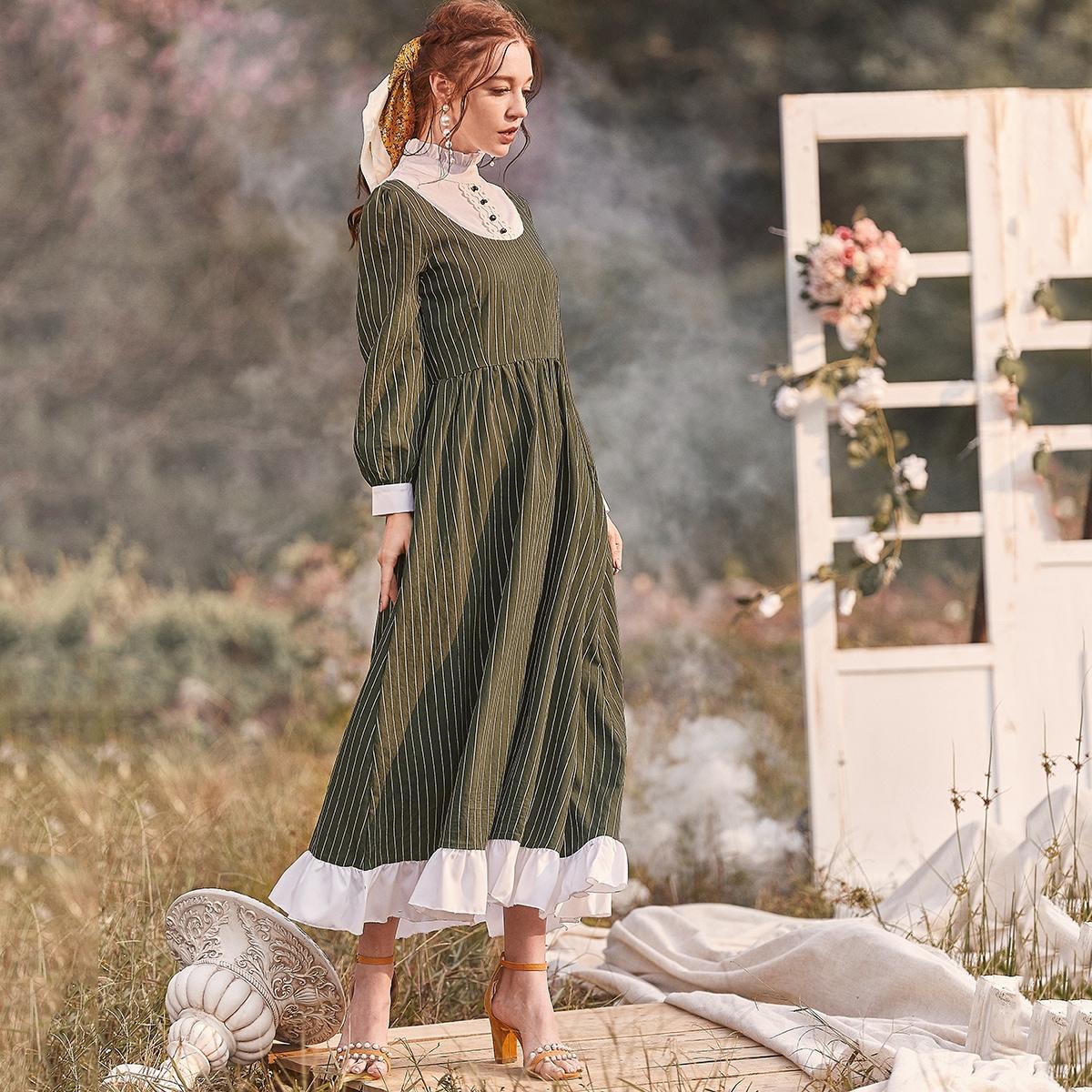 Контрастное расклешенное платье в полоску
