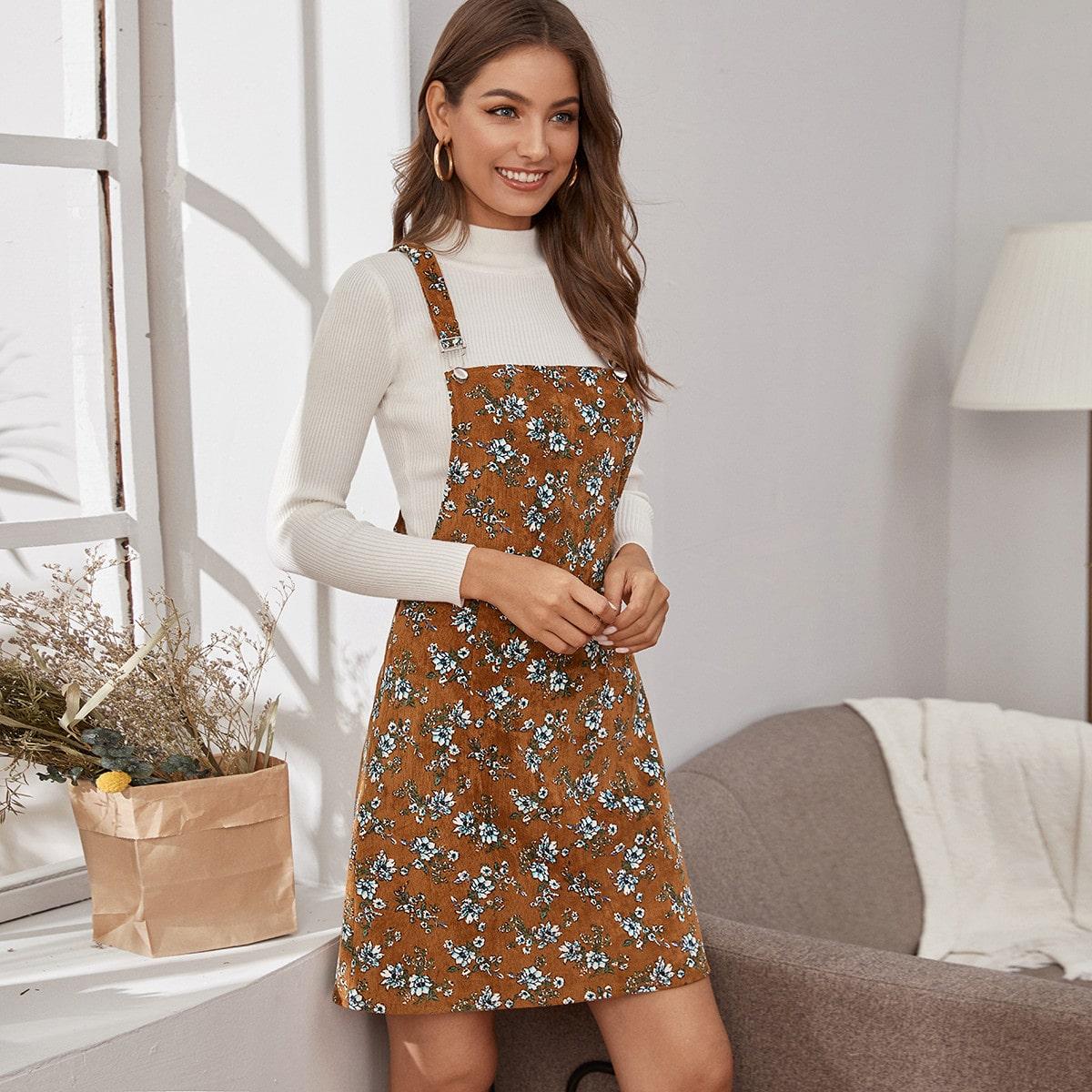 Вельветовое платье-сарафан с цветочным принтом