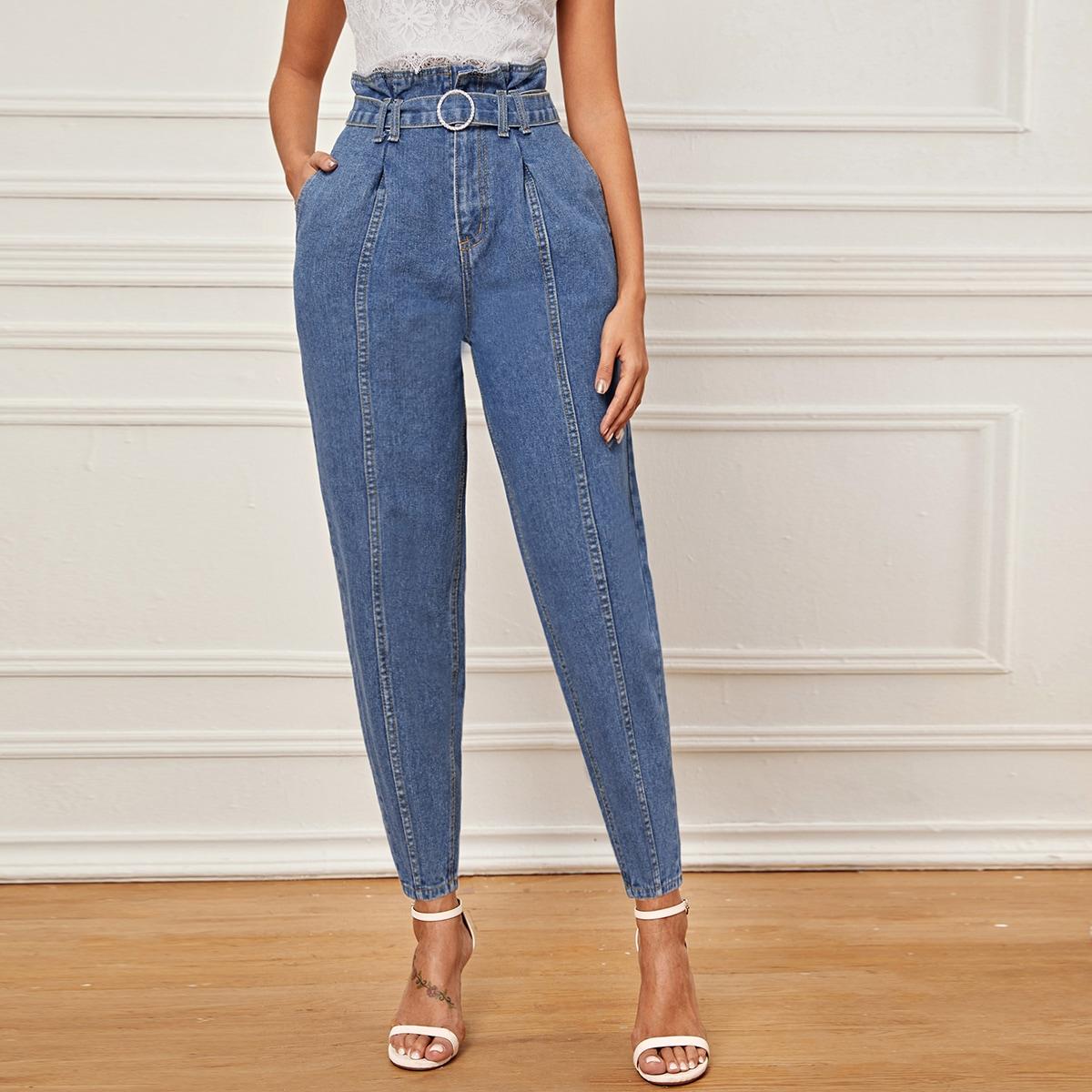 Короткие джинсы с присборенной талией и поясом