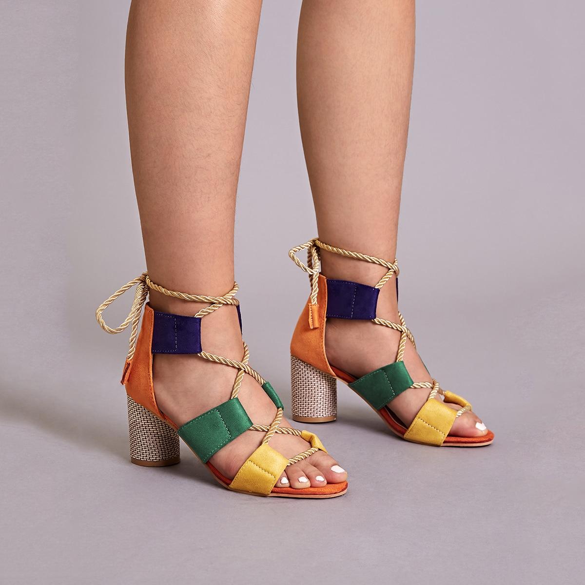 Контрастные туфли с массивным каблуком на шнурках