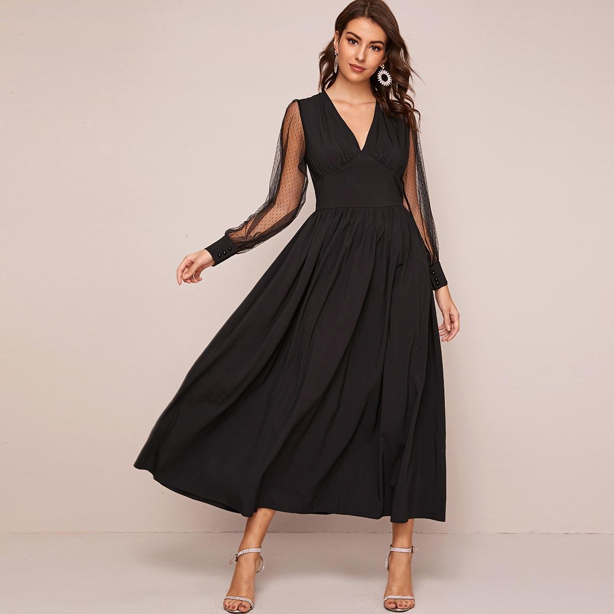 Платье с v-образным вырезом и сетчатым рукавом
