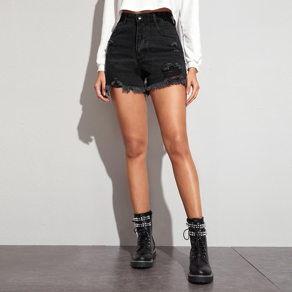 Рваные джинсовые шорты с оригинальным краем