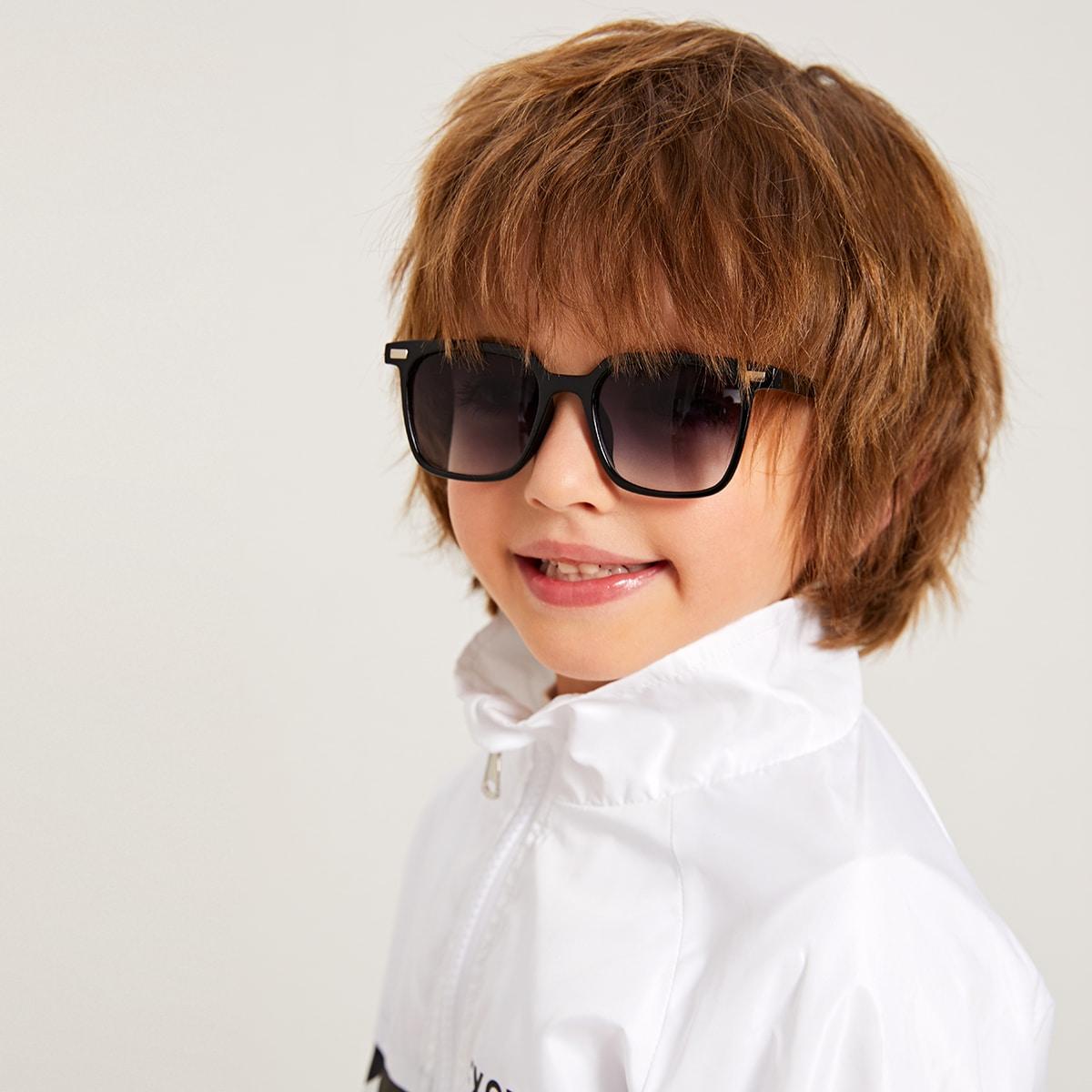 Детские солнечные очки с заклепками