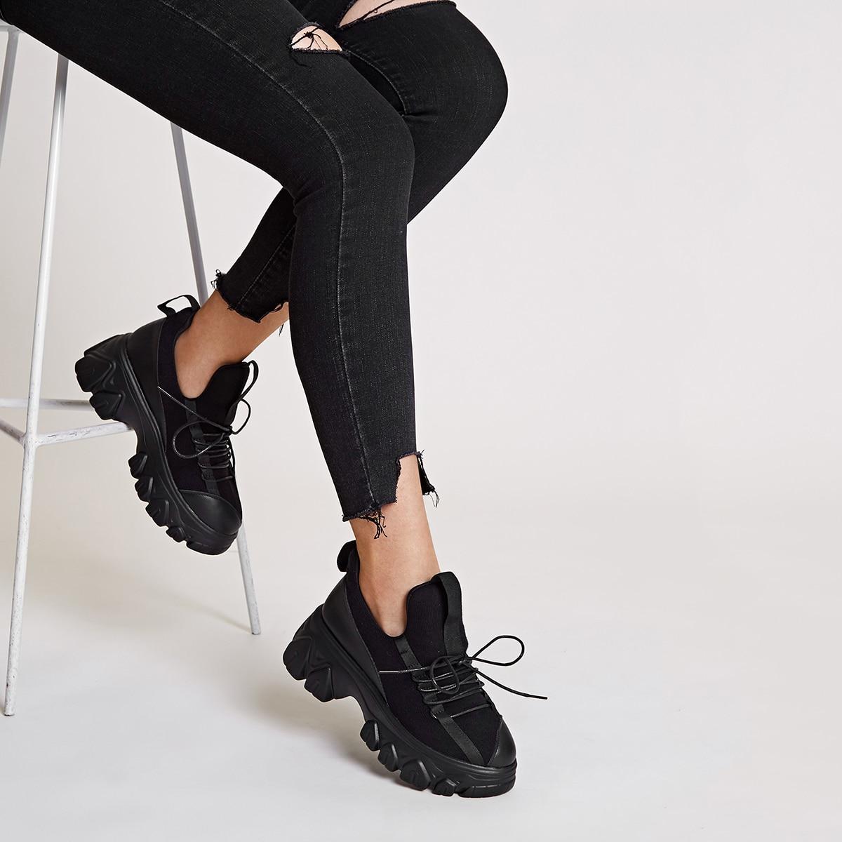 Кроссовки на платформе и шнурках