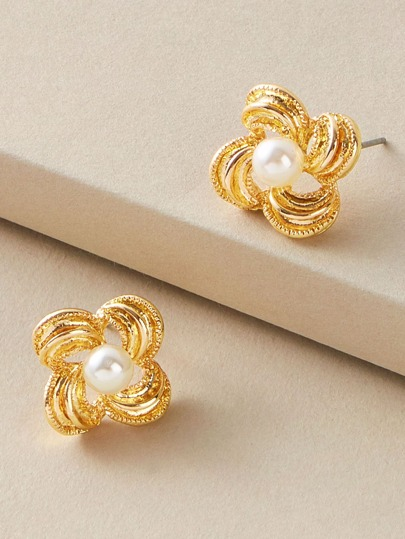 1pair Faux Pearl Decor Metallic Flower Stud Earrings