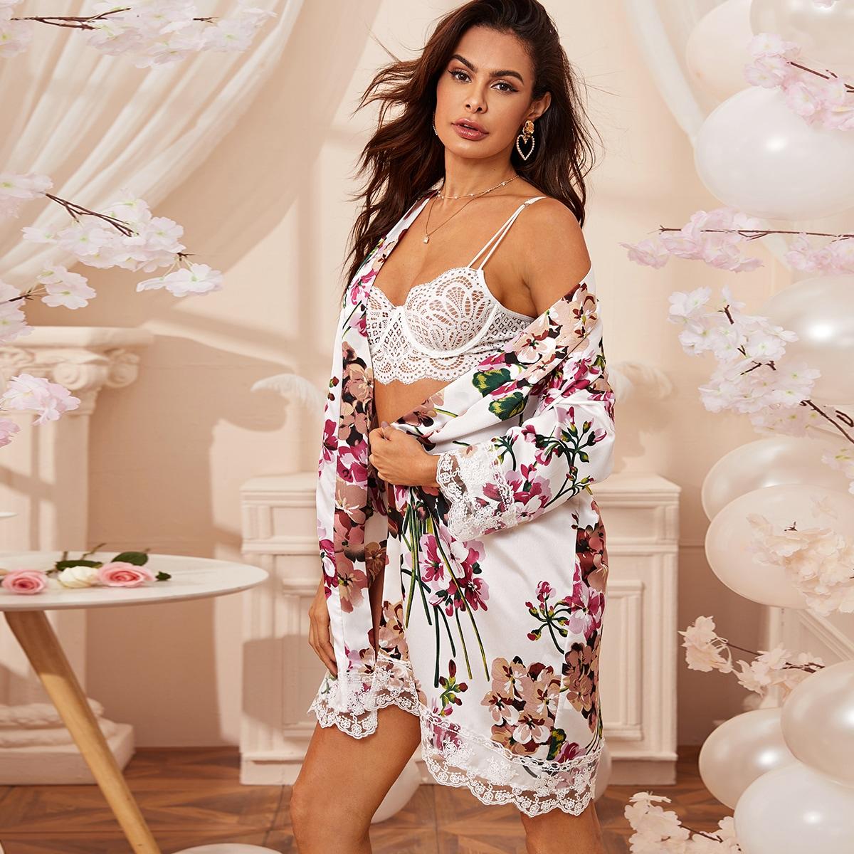 Атласный халат с цветочным принтом и кружевной отделкой