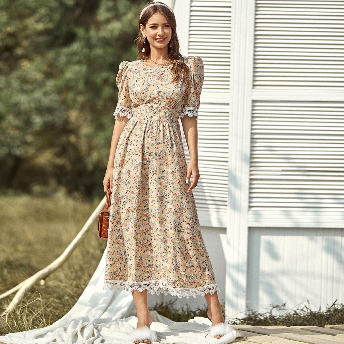 Цветочное платье с пышными рукавами и кружевом