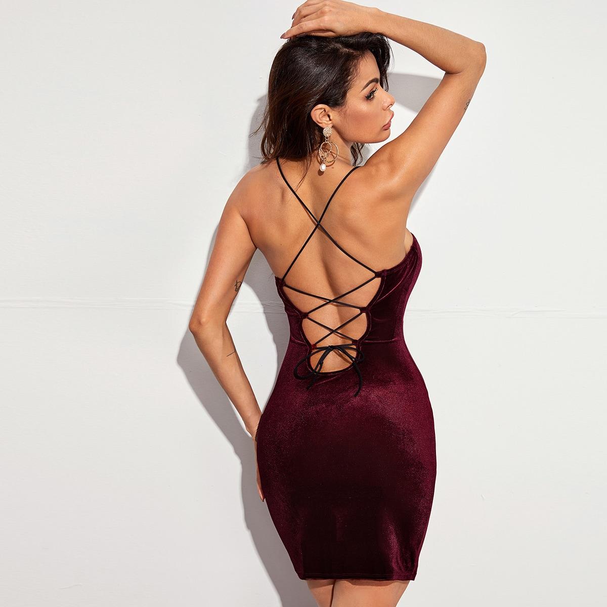 Бархатое облегающее платье с открытой спиной на шнурках
