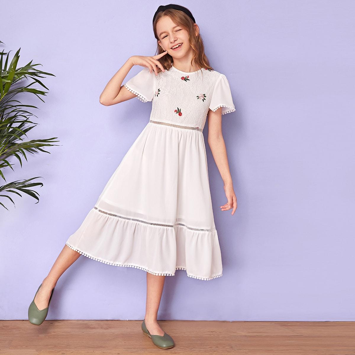 Платье с вышивкой и кружевной отделкой для девочек