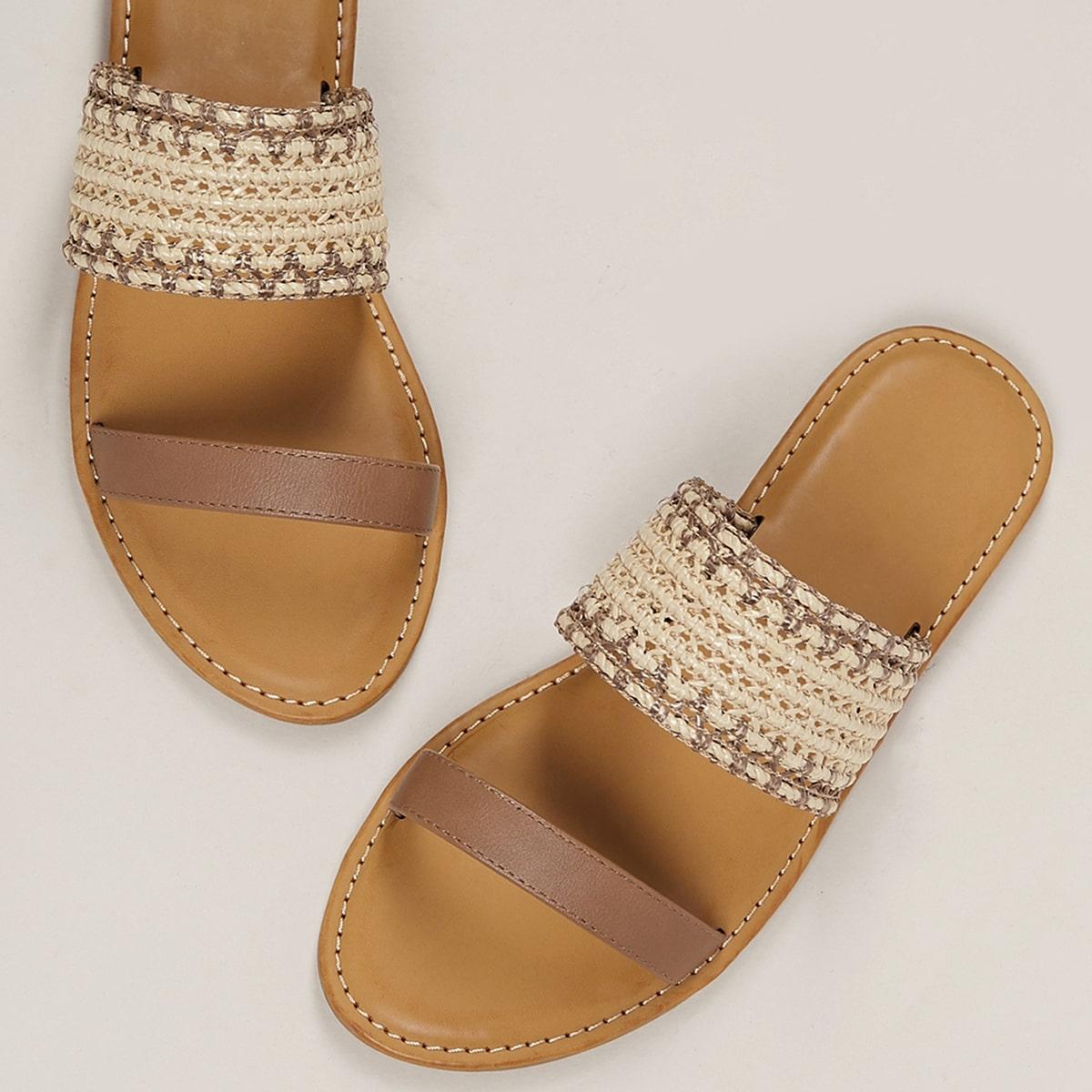 Сандалии с открытым носком из плетеной соломы