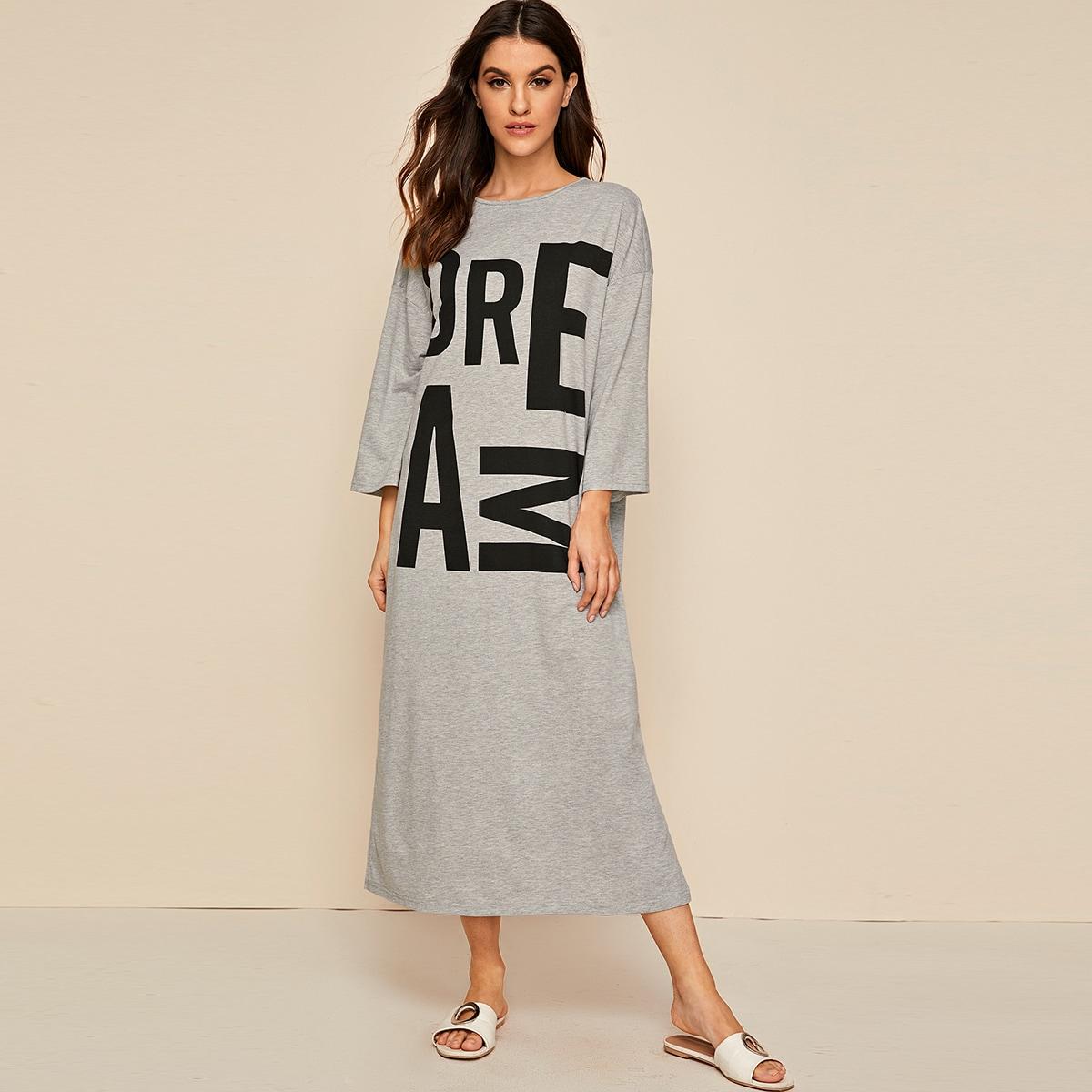 Ночная рубашка с текстовым принтом и разрезом