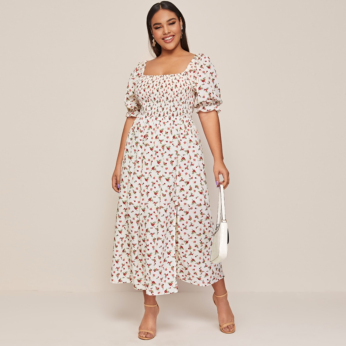 Цветочное платье размера плюс с разрезом и пышным рукавом